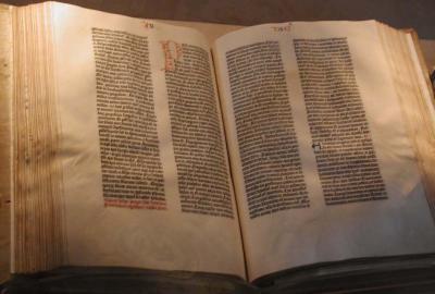 20080213190359-gutenberg-bible.jpg