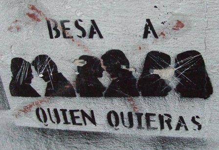 20100720212016-besa-quien-quieras.jpg